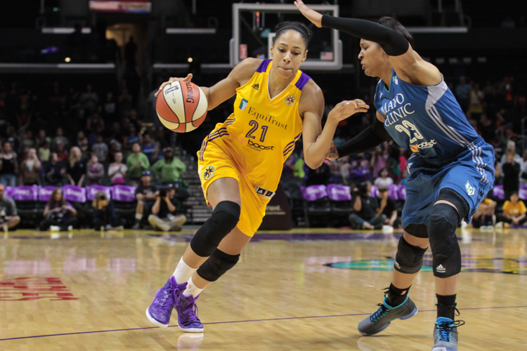 Sparks Jennifer Lacy on a drive in the Second Half. Photo by Jevone Moore