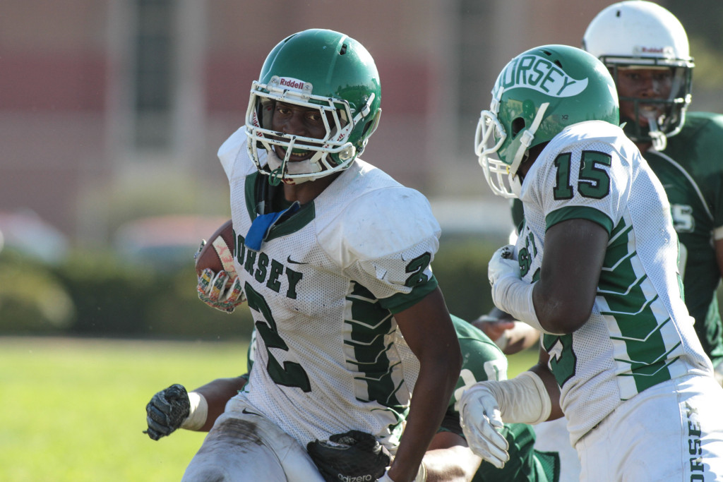 Dorsey Dons Running Back Parie Dedeaux finding holes. Photo by Jevone Moore