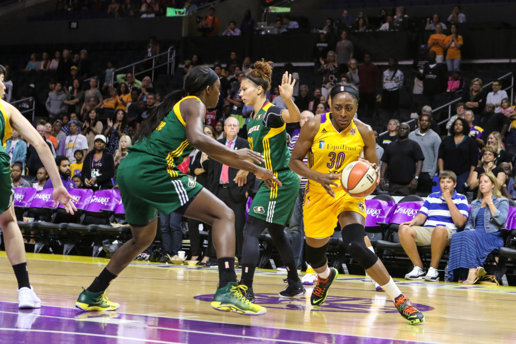 Nneka Ogwumike driving to the paint. Photo by Jevone Moore