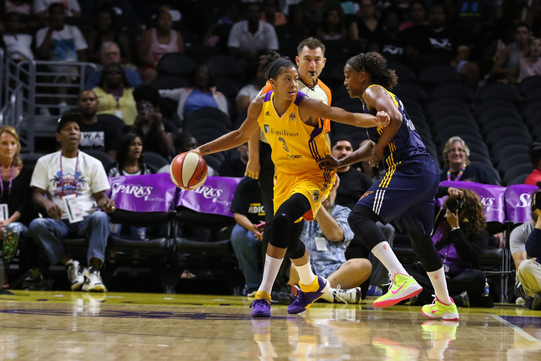 Candace Parker backing down Tamika Catchings
