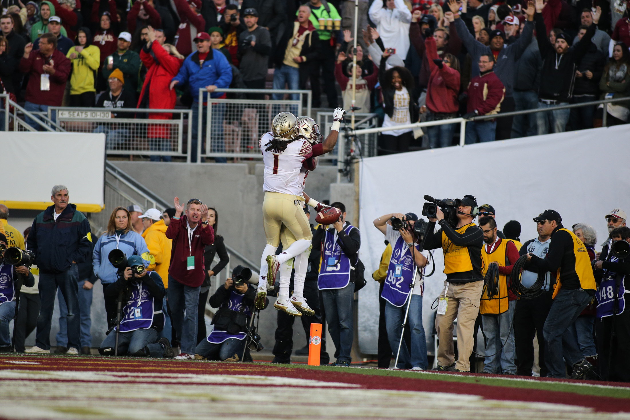 Florida State vs Oregon Ducks at the Rose Bowl in College Football Playoff - Touchdown