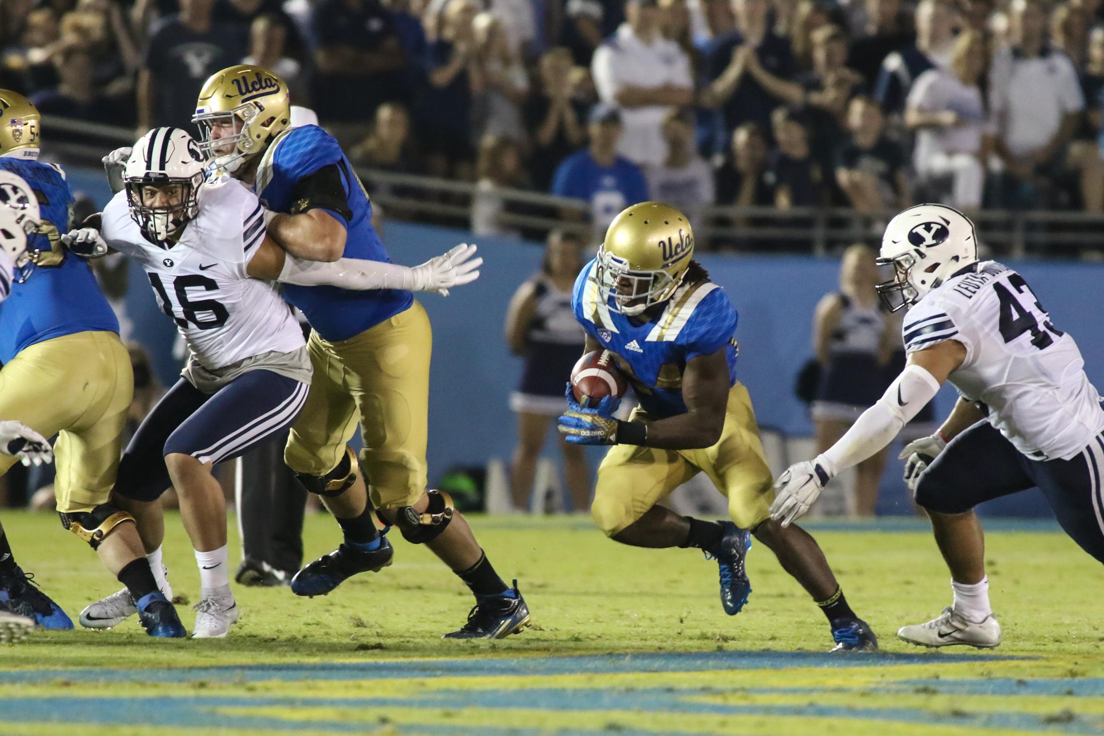 UCLA Bruin Paul Perkins finding a running lane. Photo by Jevone Moore