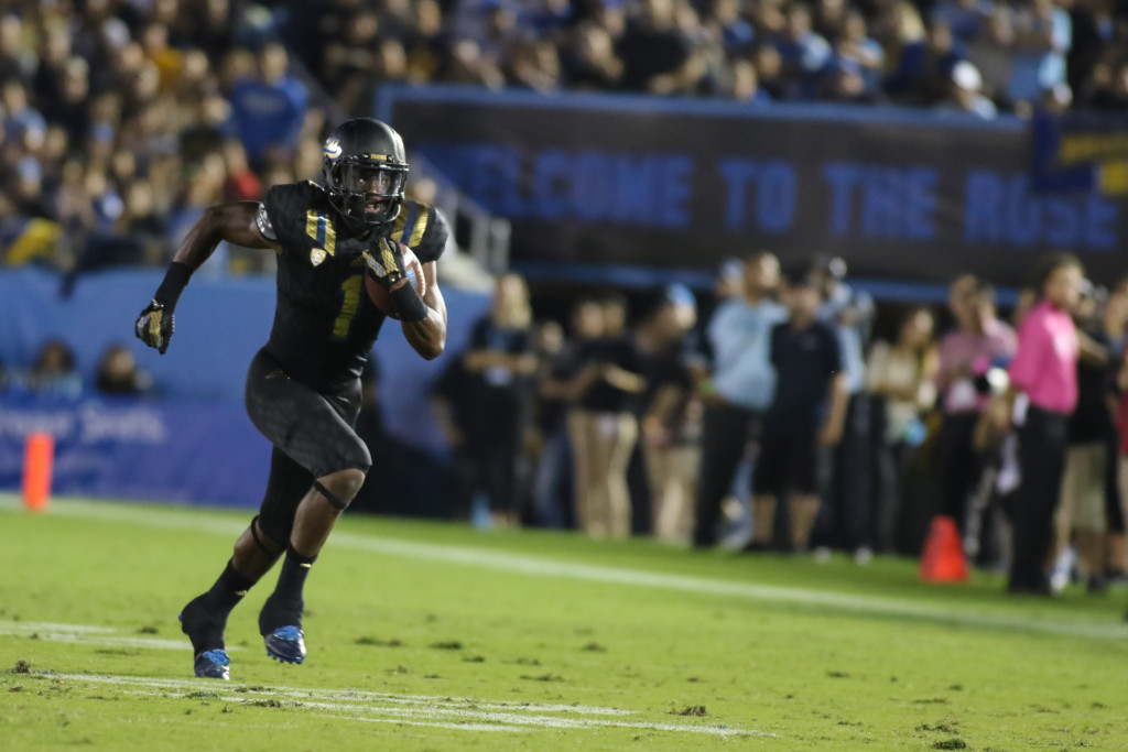 October 22 2015: UCLA Bruins Runningback Soso Jamabo (1) in open space during the game between Cal and UCLA at Rose Bowl in Pasadena, CA. (Photo by Jevone Moore / Full Image 360)