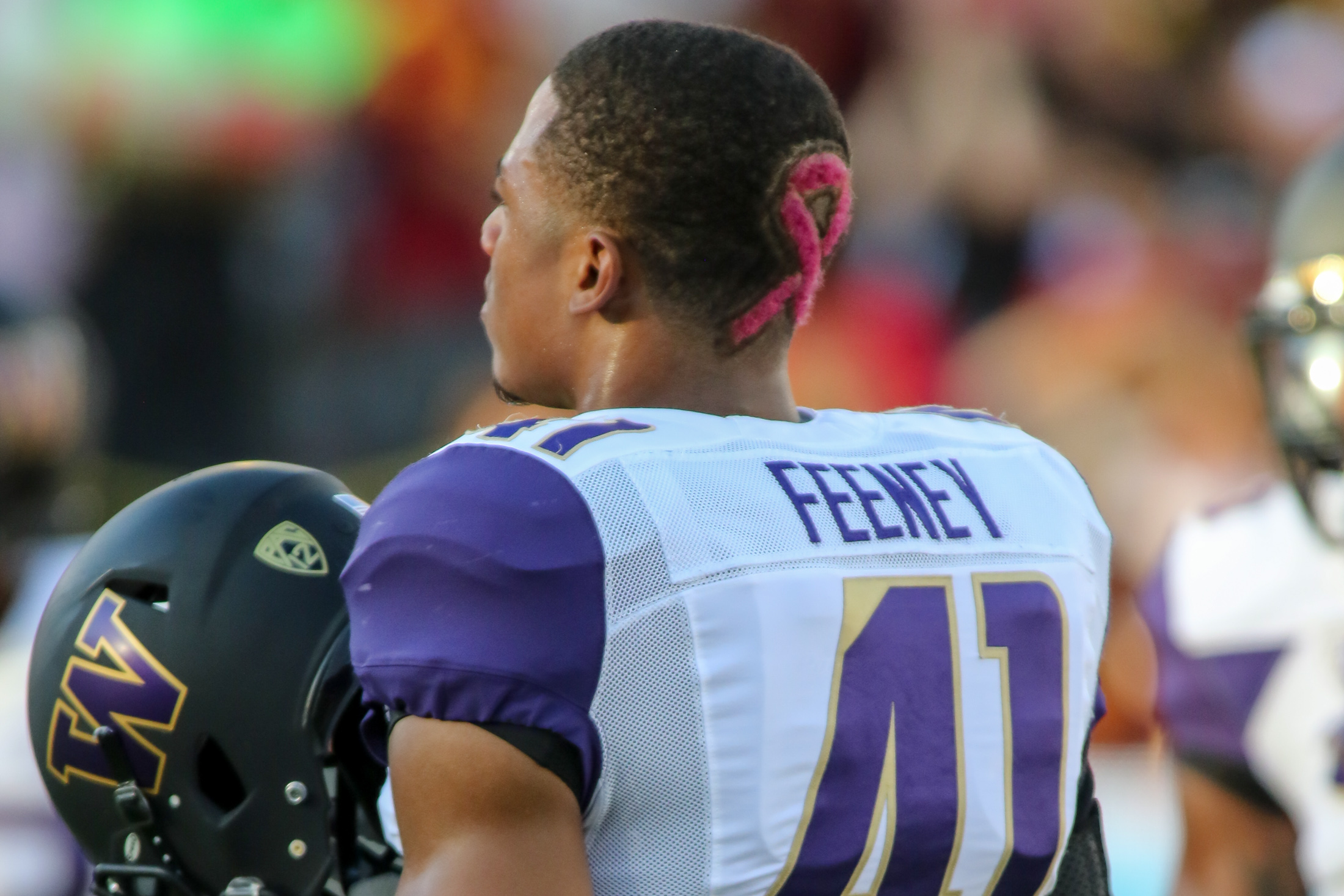 08 Oct. 2015: Washington Huskies Linebacker (41)Travis Feeney showing his Breast Cancer support with a special haircut during a game against the USC Trojans played at the Los Angeles Memorial Coliseum. (Photo By Jevone Moore/full Image 360)