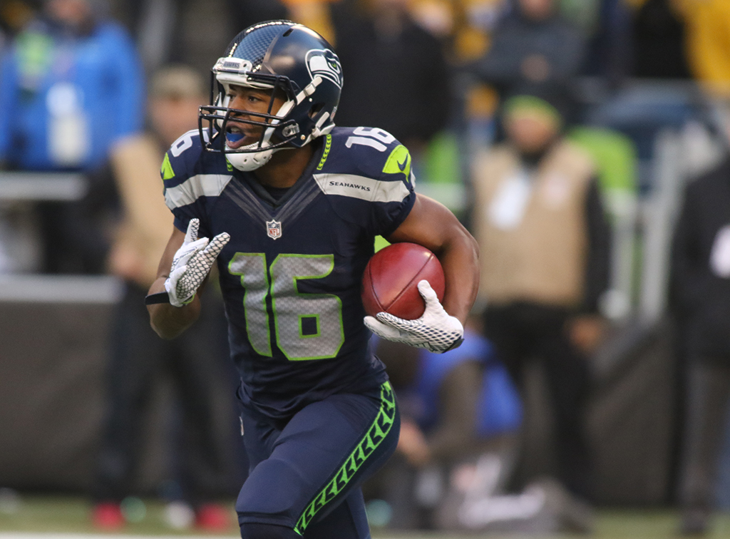 Nov 29: NFL WR Tyler Lockett on kickoff return in the second half action Pittsburgh Steelers vs Seattle Seahawks at CenturyLink Field in Seattle Washington. (Photo by Jevone Moore/Full Image 360)