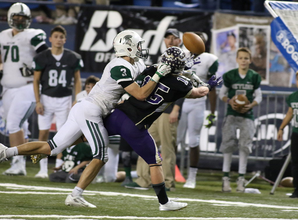 Nov 28:  Live game action in second half of  WIAA Skyline vs Lake Stevens Semi-Finals WA Playoffs game.(Photo by Jevone Moore/Full Image 360)