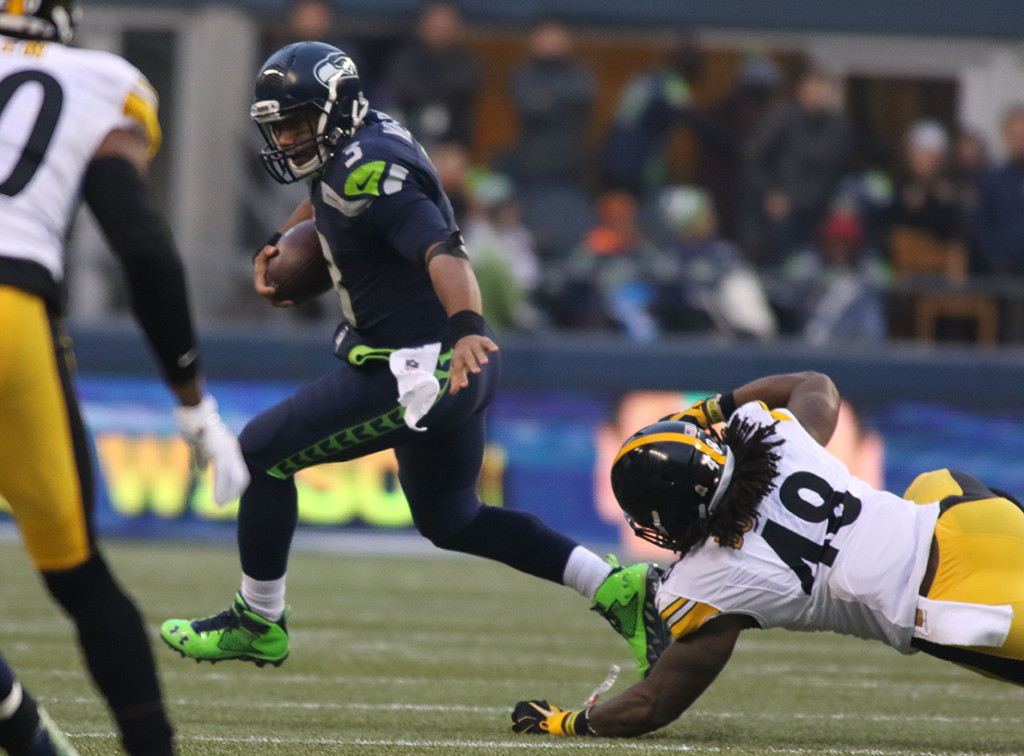 Nov 29: NFL QB Russell Wilson scrambling away from the Steelers in the  second half action Pittsburgh Steelers vs Seattle Seahawks at CenturyLink Field in Seattle Washington. (Photo by Jevone Moore/Full Image 360)