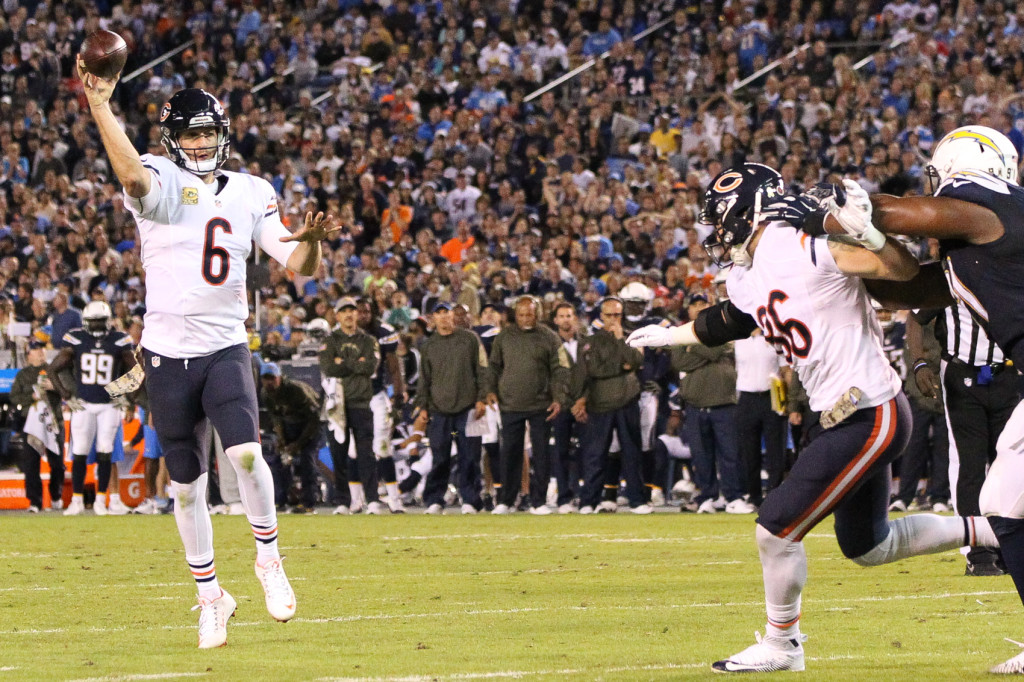 Nov 9: Bears quarterback Jay Culter on roll out passing during the Chicago Bears vs San Diego Chargers (Photo by Jordon Kelly)