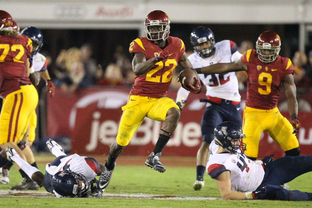 Nov 7 : USC Trojans running back Justin Davis leaving Wildcats in his wake during USC vs Arizona game at the Los Angeles Memorial Coliseum. (Photo by Jordon Kelly/Full Image 360)