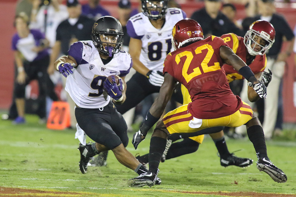 Oct 8, 2015 NCAA Football Washington Running Back Myles Gaskin cutting back during Washington vs USC game at Los Angeles Memorial Coliseum. (Photo by Jevone Moore\Full Image 360)