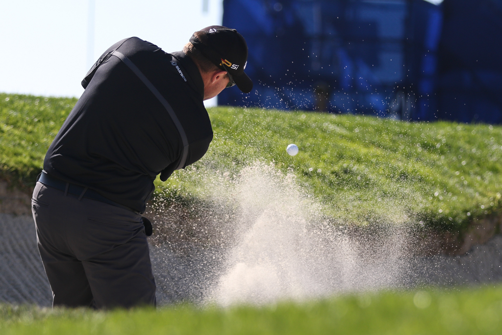 Brian Davis on 11th at the South Course in the second round action of PGA Golf during the Farmers Insurance Open at Torrey Pines in San Diego, CA. (Photo by Jevone Moore/Full Image 360)