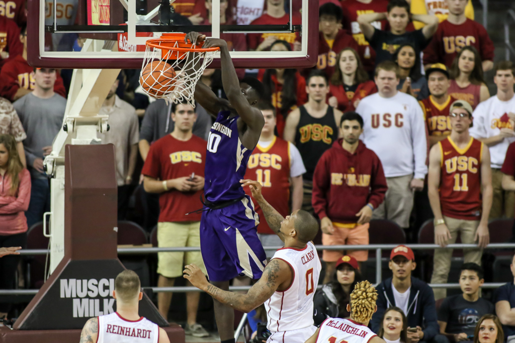Washington Huskies forward Malik Dime (10) throwing down a dunk in second half during the college basketball game between the Washington Huskies and the USC Trojans at Galen Center in Los Angeles, CA. (Photo by Jevone Moore/Full Image 360)