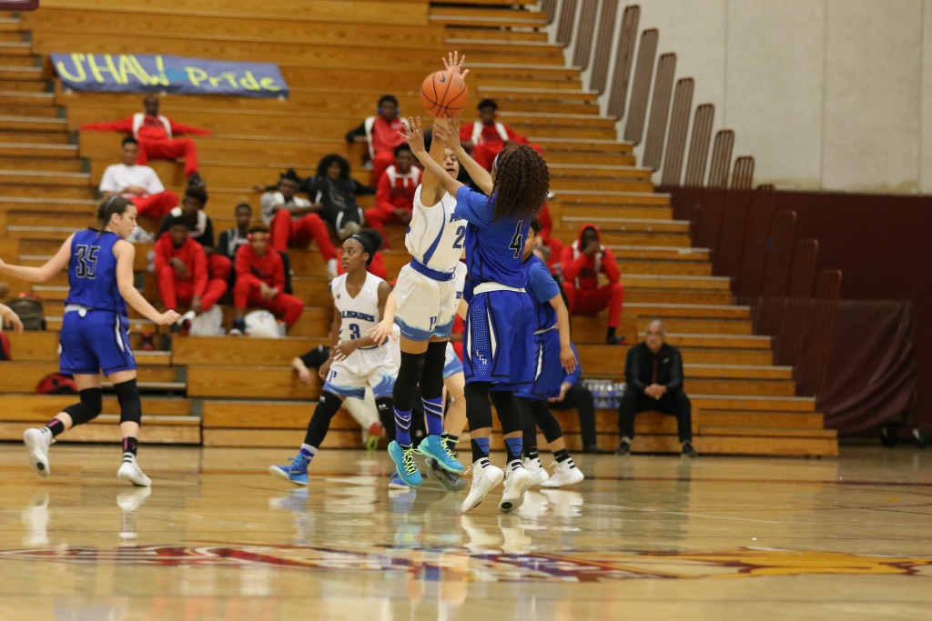 March 5th, 2016: Girls Open Division Basketball Championship at Cal State Dominguez Hills in Carson, CA. (Photo by Jevone Moore/Full Image 360)