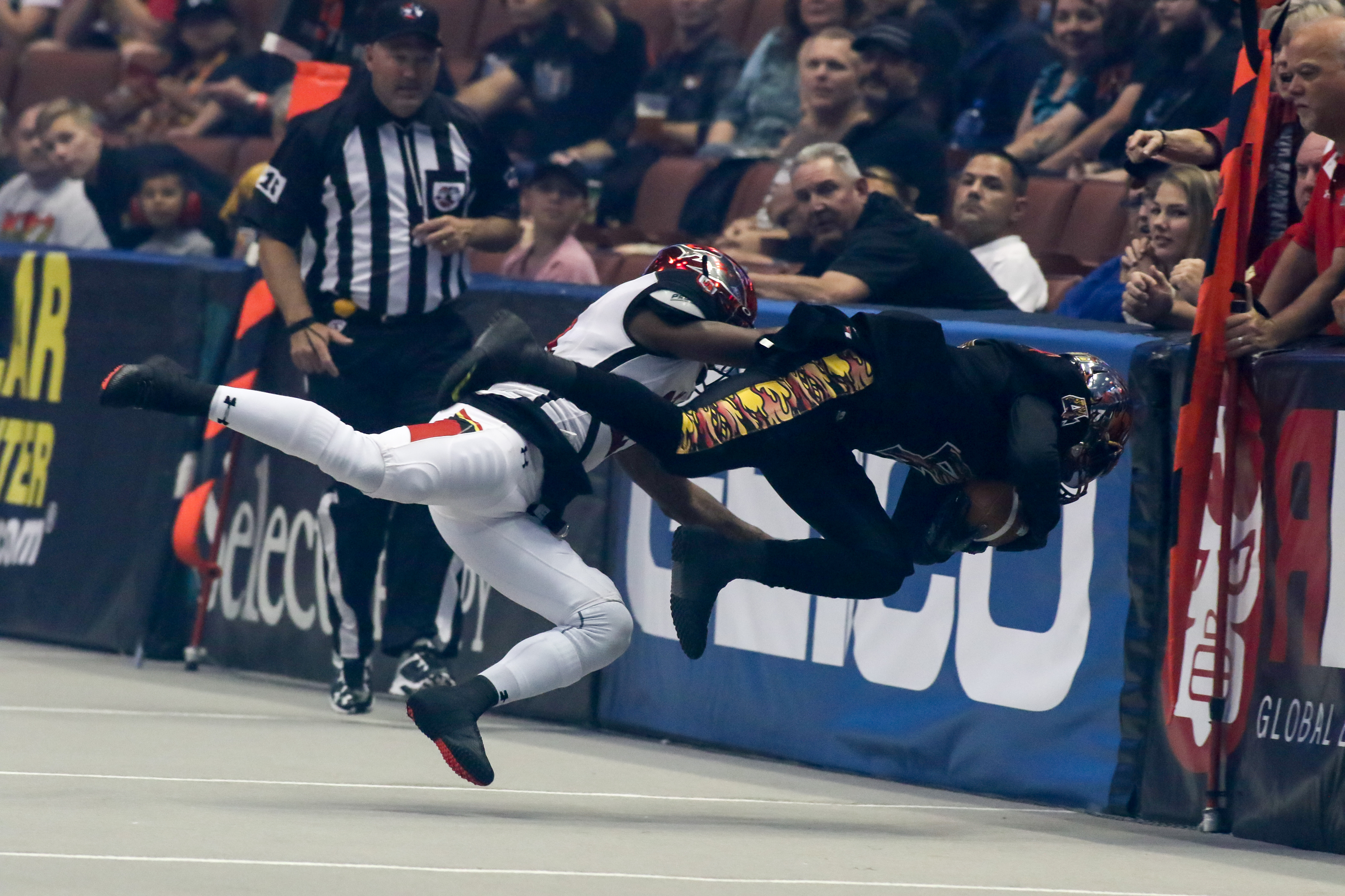 AFL 2016 Jacksonville Sharks vs LA KISS Opening Night game action in the first half at Honda Center in Anaheim, CA. (Photo by Jevone Moore/Full Image 360)
