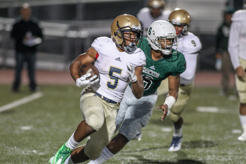 CJ Verdell getting to the outside during Mater Dei Catholic vs Hawkins Hawks game action on September 16, 2016. (Photo by Jevone Moore/Full Image 360)